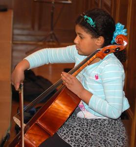Cellostpielerin